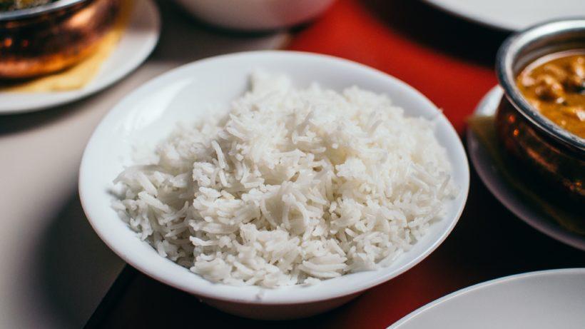 Lavar o arroz antes de cozinhar: não faça mais isso