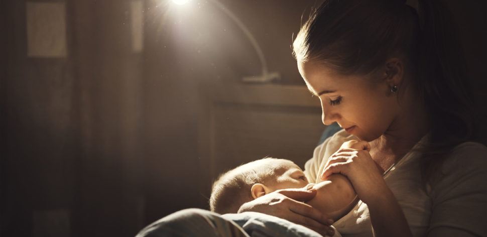 Saiba o que (não) fazer para produzir mais leite materno