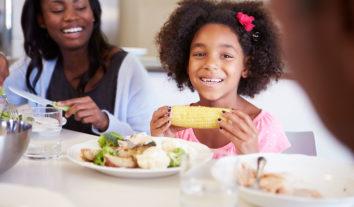 Dicas para criar filhos que comem comida saudável