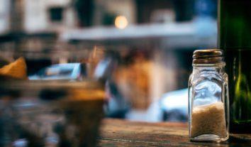 Você sabe a diferença entre sal marinho e o sal de mesa?