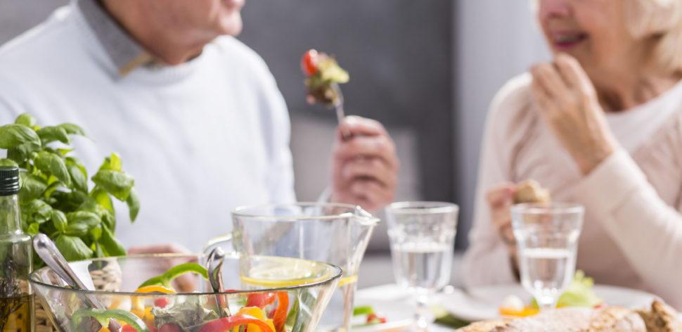 Terceira idade demanda cuidados especiais com a alimentação