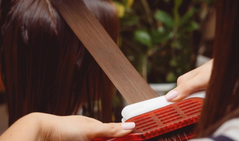 Escovas progressivas: cabelos lisos com muitos riscos à saúde