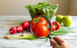 Veja como reduzir os efeitos de agrotóxicos nos alimentos