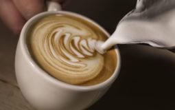 Fazer cappuccino em casa é super fácil; confira esta receita