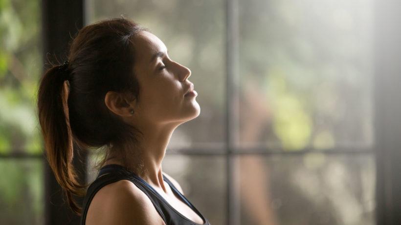 Controle a ansiedade com essas técnicas respiratórias