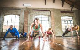 Como fazer flexão de braço, um exercício versátil e para todos
