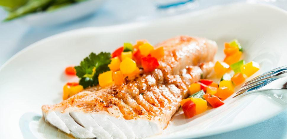 Na brasa ou no forno: como é melhor assar cada tipo de peixe?