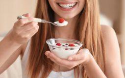 Consumo de iogurte: teor de cálcio é importante na hora da escolha