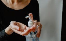 Teste do álcool em gel: dá para confiar nas marcas do mercado?