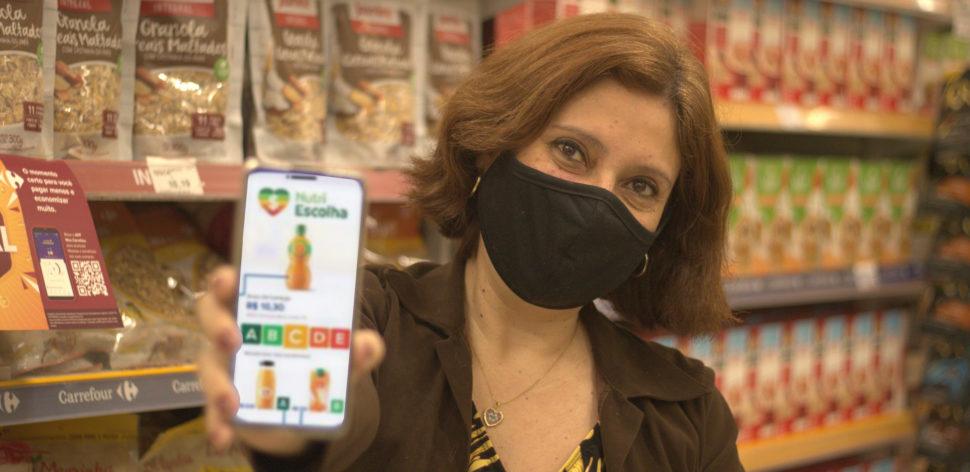 Na palma da mão: associados PROTESTE avaliam o Nutri Escolha